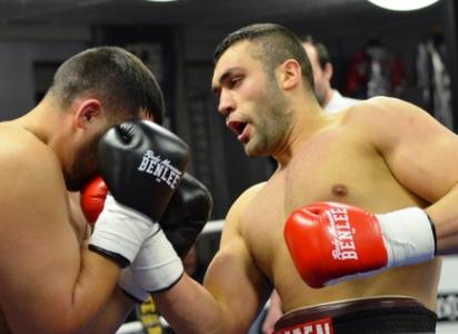 Schwergewichtler Sascha Dimitrenko will seine Form überprüfen