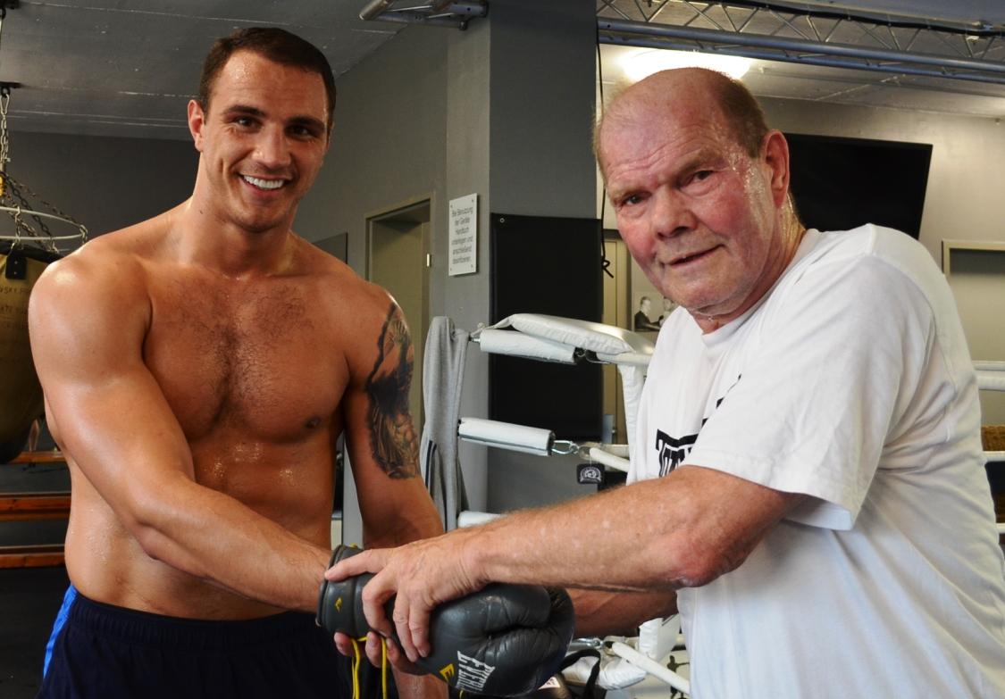 Schwergewichtler Agron Smakici  jetzt bei EC Boxing unter Vertrag