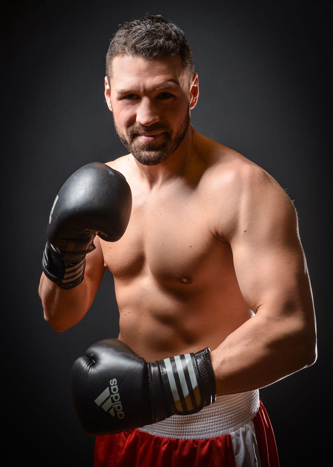Schwergewicht Erik Pfeifer unterschreibt bei EC Boxpromotion