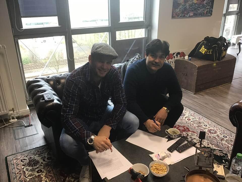 Michael Wallisch unterschreibt Vertrag bei EC Boxing!
